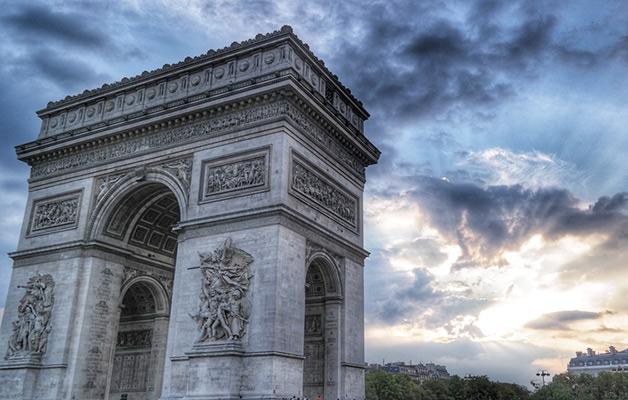 Arc de Triomphe et Champs-Elysées