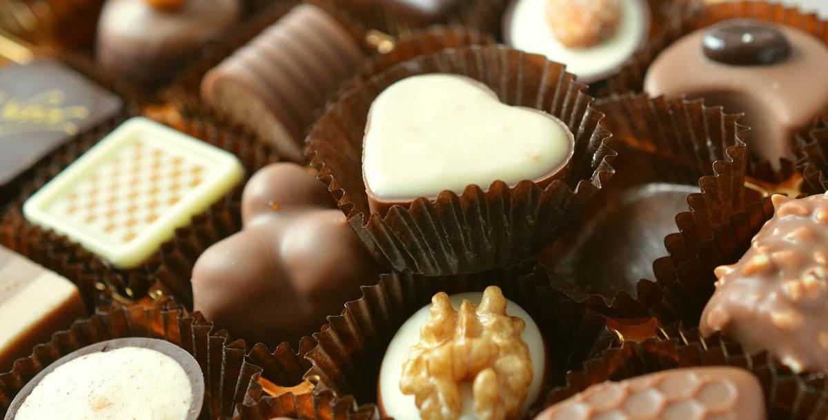 Caja de bombones y chocolate