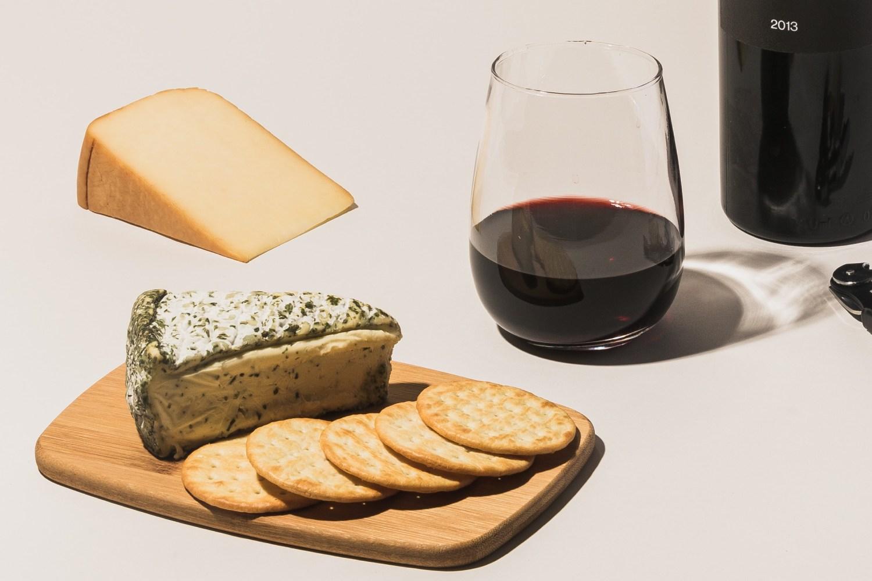 Copa de vino y tapa de bienvenida