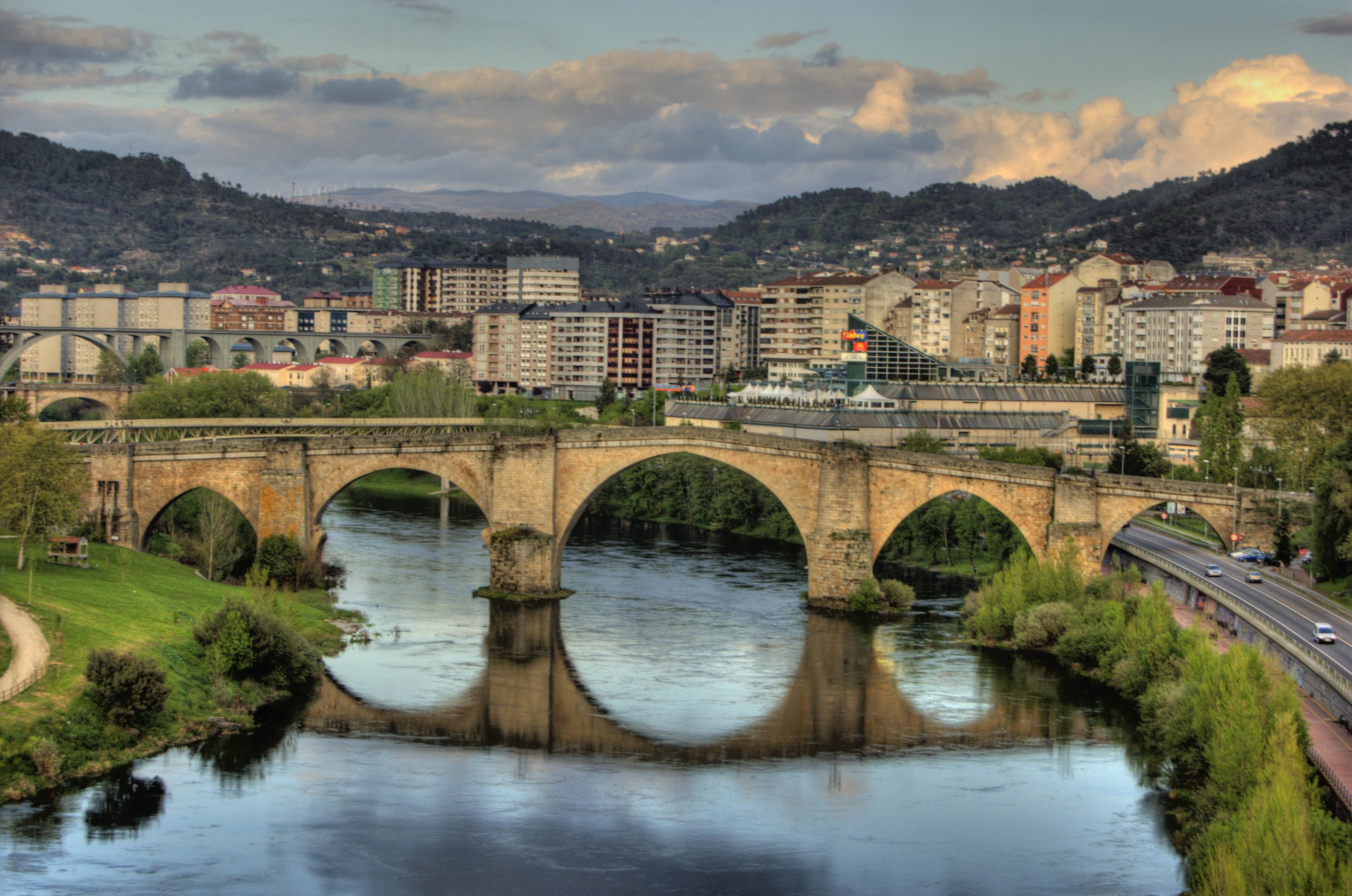THE CITY OF A THOUSAND BRIDGES
