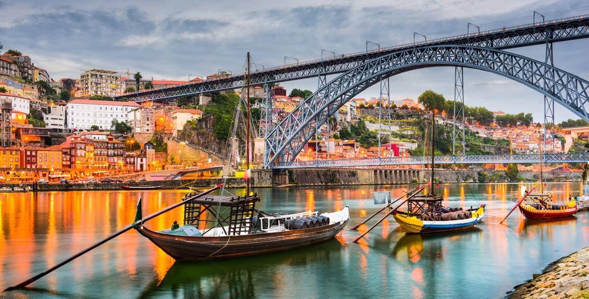 Boat trip through Porto